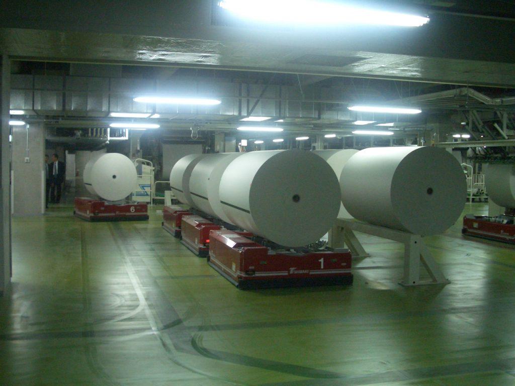 『AGV』でロール紙を自動搬送