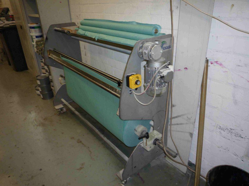 日本では珍しいブランケット洗浄布の「セルフ巻き機」