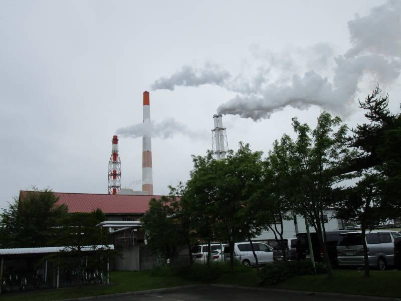 王子製紙株式会社 苫小牧工場の煙突