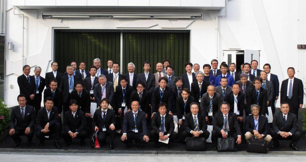 熊谷印刷株式会社様の前で撮影